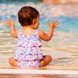 Emmener les bébés dans la piscine  pendant les vacances